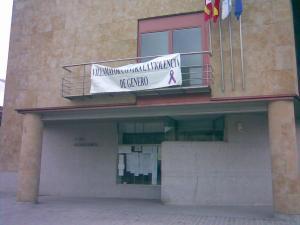 Pancarta en el Ayuntamiento de Villamayor